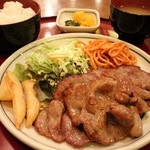 お食事処 ゆき - 生姜焼き定食 1000円。