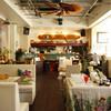 Aloha Dining Lure's Lana - 内観写真:ハワイアンミュージックが流れハワイを感じる店内はゆったりスペース♪