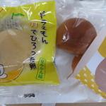 果子乃季 - 料理写真:左:ドラえもん月でひろった卵¥80、右:かすてら饅頭月まる
