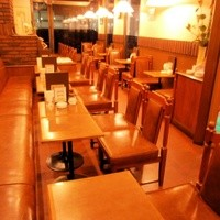 ビッグツリーカフェ - 右側にテーブル席