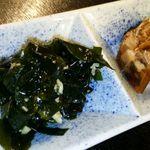 海人市場 - 定食のにんにくワカメ、煮こごり