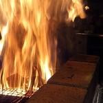 炉端ト酒 タキビヤ。 - 藁焼きのファイヤー