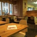 ひょうごイナカフェ - 改装されて2週間ちょっとの綺麗な店内