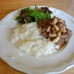 ガラタ - 特製!鶏モモと豚肉のスパイス煮込み(ライス付き)