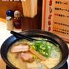 かがり - 料理写真:ゆば豚骨ラーメン 700円