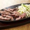 ぶりあん - 料理写真:厚切りトロタンステーキはさくっとかみきれてとってもジューシー。ぶりあん一押しの逸品