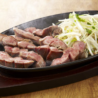 ぶりあん - 厚切りトロタンステーキはさくっとかみきれてとってもジューシー。ぶりあん一押しの逸品