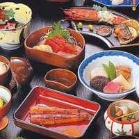 人気の「うなぎの宿コース」は、蒲焼など料理8品が付きます。