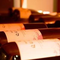 お肉に合うこだわりのワインを豊富にご用意。