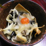 中里の庵 沾 - 切干大根とひじきをワンタンで包みチーズ焼き