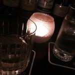 ショットバー ペコ - 内観写真:カウンターのキャンドルは、キャンドルじゅんの仕業か!?