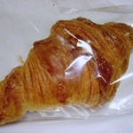 ベッカライ シャラント - 何回も買いに行っているクロワソン180円(2013/11) 遅い時間だと袋に入っていますが、品質が落ちてないのがすごいです(^^@