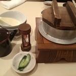 炭火焼鳥とりっこ - 鮭といくらの釜めし(790円)