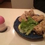 炭火焼鳥とりっこ - 唐揚げヒマラヤ岩塩(460円)