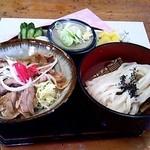 金比羅 - 料理写真:豚バラしょうが焼き丼セット☆税込897円(2014/4現在)