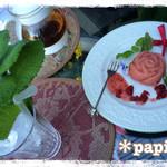 ミーシャのハーブ庭園 ブーケ ダルブル - バラのケーキ400円、アールグレイ600円