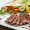 ブリック - 料理写真:黒毛和牛の鉄板焼きと季節の野菜たち