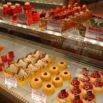 フランス菓子16区 - 目移りします