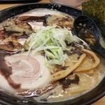 麺屋 祐 - 料理写真:焦がしニンニク味噌ラーメン+チャーシュー2枚(背脂:ギタギタ)