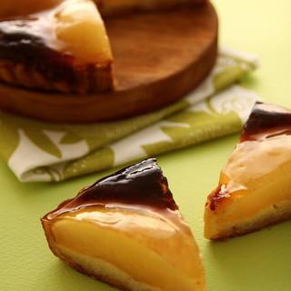 ドゥブルベボレロ - 料理写真:期間限定、有機栽培の洋梨を使ったタルトポワール!
