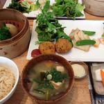 オーガニックカフェ エムニ - ご飯定食1250円
