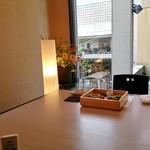 和食すがわら - 2階のテーブル席