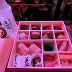 ロボットレストラン - 弁当・・¥1,000ー