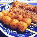 角屋菓子店 - 料理写真:醤油だんご、おかかだんご