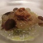 レストラン ラ フィネス - 前菜 シャテルドンを海水に見立てた天草の牡蛎と雲丹        牡蛎は蜂蜜とレモンに浸してある パセリのピュレ ジュレは名古屋コーチンとシャンパンンのジュレも上から加えてある