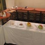 ピエール・エルメ・サロン・ド ・テ - 2009年11月のケーキ・デザートフェア時の台の様子