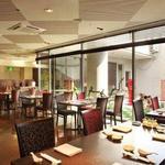 四川 - 内観写真:開放的な明るい店内