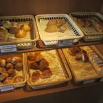 フォルクス - 食べ放題のパン6種類