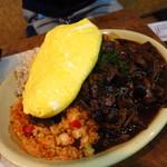 焼肉 はせ川 - 洋食屋さんのブラックデミタンポポオムライス 写真では伝わりづらいが軽く4人前は存在する