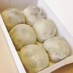 和菓子処 四代目 松川 - 大ぶりな大福が6個入っています