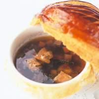 メゾン ポール・ボキューズ - 1975年にエリゼ宮でVGEに捧げたトリュフのスープ