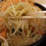 めん王  - 料理写真:太麺の半麺です
