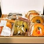 ラ・ローズ・ジャポネ - 料理写真:2014.5 焼菓子詰合せ(3,140円)一部のお菓子開けちゃった後です