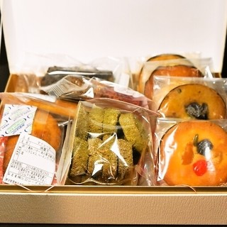 ラ・ローズ・ジャポネ - 料理写真:焼菓子詰合せ(3,140円)一部のお菓子開けちゃった後です