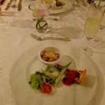 エスカーレ - 鴨コンフィーのアセロラ風味ゼリー寄せ/白魚のサルサベルデ/ベーコンとベルのキッシュ トマトソース