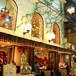 エレファント カフェ - 店内に入ると吹き抜けの異空間! 壮大なアジアを体感♪