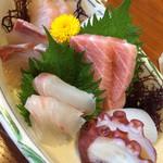 いけす料理 あき - ハマグリ御膳の刺身