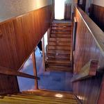 出羽屋 - 歴史ありそうな旧館(?)の階段