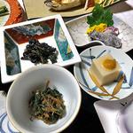 出羽屋 - 夕食(カタクリの油炒め & コゴミのゴマ和え 他)