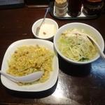 陳麻家 - 半々セット880円鶏そば、炒飯、杏仁豆腐