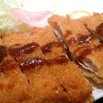 創作炭火焼 古家 - 料理写真:黒豚とんかつ定食680円はミルフィーユのように重ねた豚バラ肉が印象的