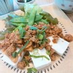 コバト - タケノコ入り肉味噌がけ豆腐