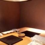 飛騨牛一頭家 馬喰一代 名古屋 - 個室。 ここは6人用?ですが、男4人がかなりゆったり
