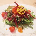 ベルーガ - ベルーガ ランチコース(3456円)の海の幸のサラダ