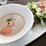 Delue - マッシュルームのスープと自家製ツナサラダ