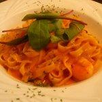 YEBISU DINING - 本日のパスタ(エビのトマトクリームソース (2014.5)フェットチーネ)